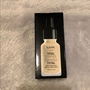 NYX Total Control Drop Foundation - Nude